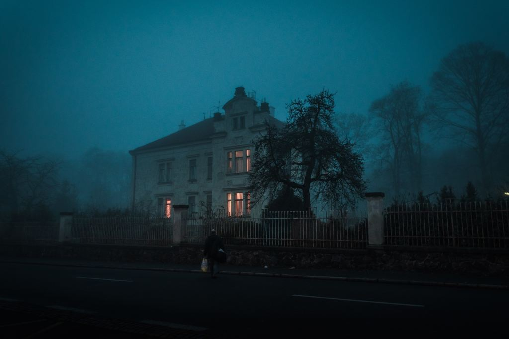 A manor house in a foggy evening.